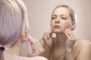 5-signs-that-you-are-stressing-your-skin-and-the-dangers-of-it