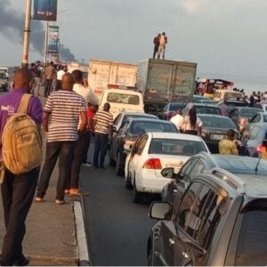 Vehicle Catches Fire On Third Mainland Bridge2.dailyfamily.ng